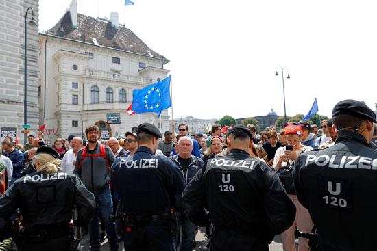 مظاهرات فى النمسا أمام مقر الحكومة  (3)