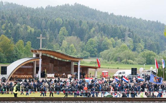 مظاهرات فى النمسا أمام مقر الحكومة  (1)