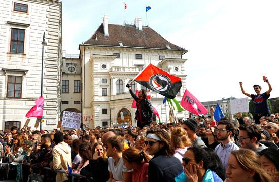 مظاهرات فى النمسا أمام مقر الحكومة  (6)