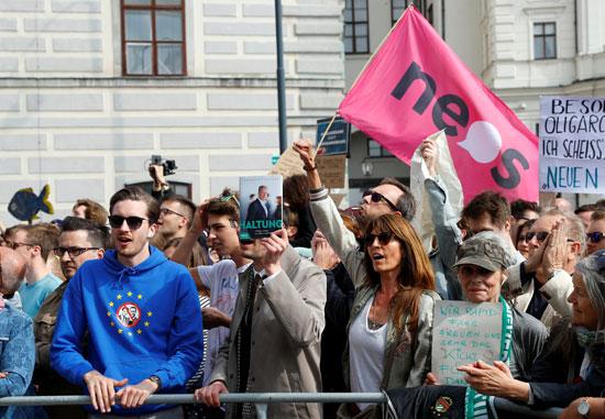 مظاهرات فى النمسا أمام مقر الحكومة  (5)