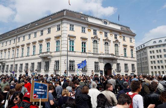 مظاهرات فى النمسا أمام مقر الحكومة  (4)