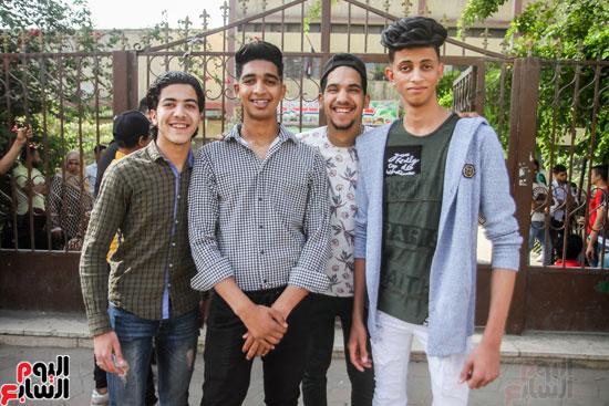 طلاب الدبلومات (11)