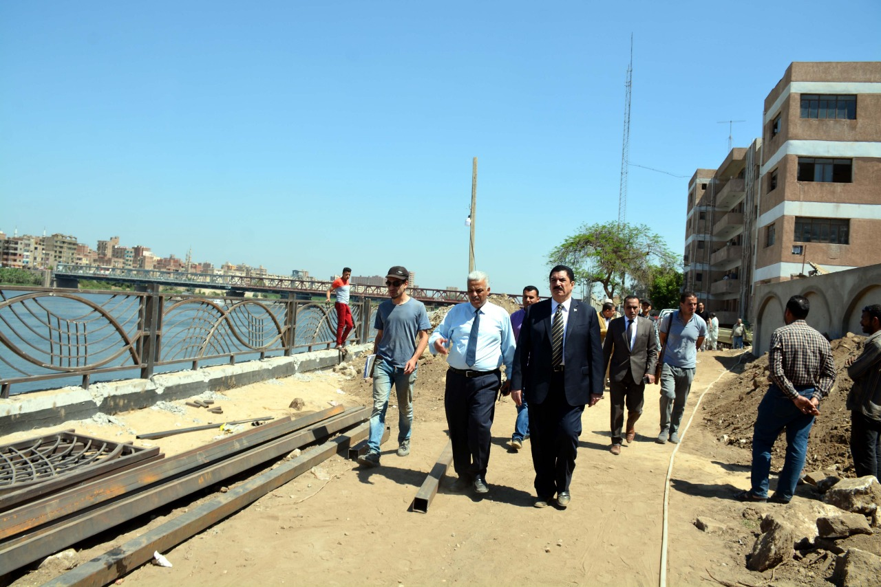 محافظ القليوبية يتفقد الممشى النهرى بكورنيش بنها (2)
