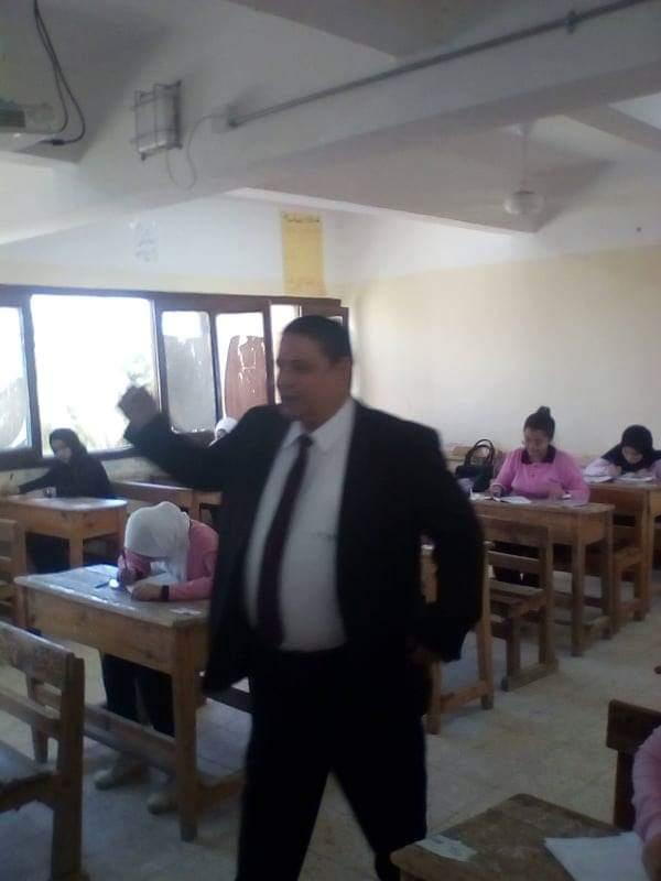 نائب محافظ الوادى الجديد تتفقد لجان امتحانات الصف الاول الثانوى (7)