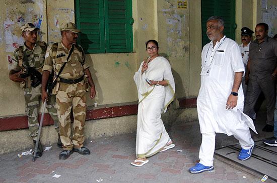 مماتا بانيرجى رئيسة وزراء ولاية البنغال الغربية ورئيسة مؤتمر ترينامول