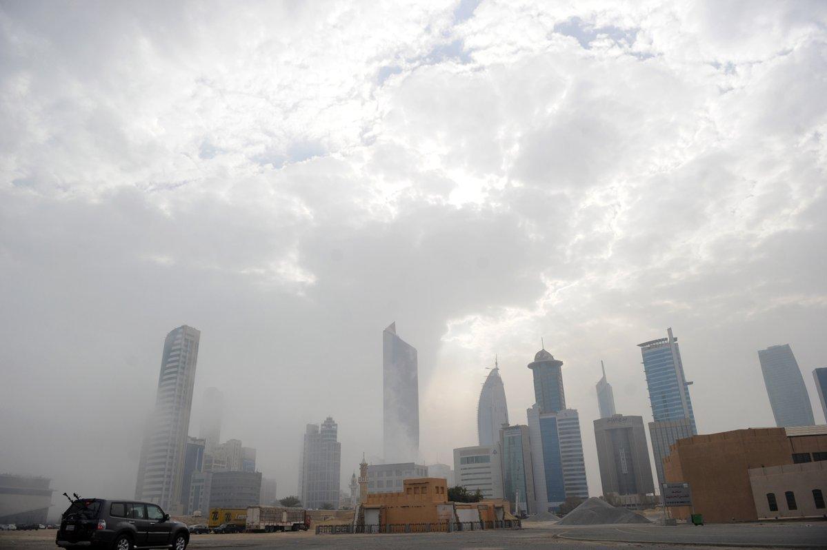 طقس غائم فى الكويت