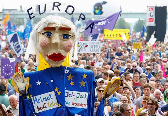 مظاهرات حاشدة فى النمسا
