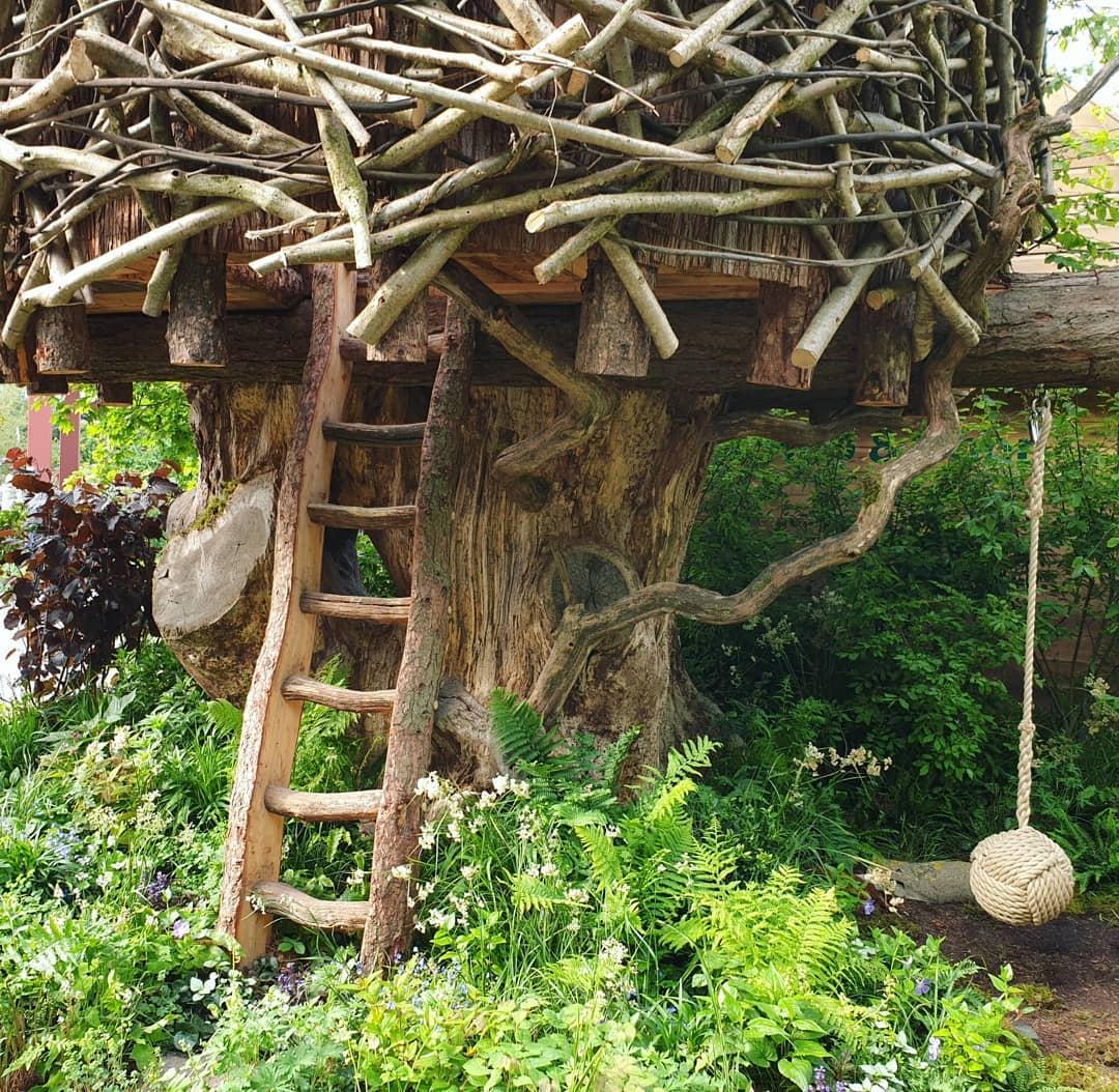 أرجوحة وبيت الشجرة فى معرض تشيلسى للزهور فى لندن