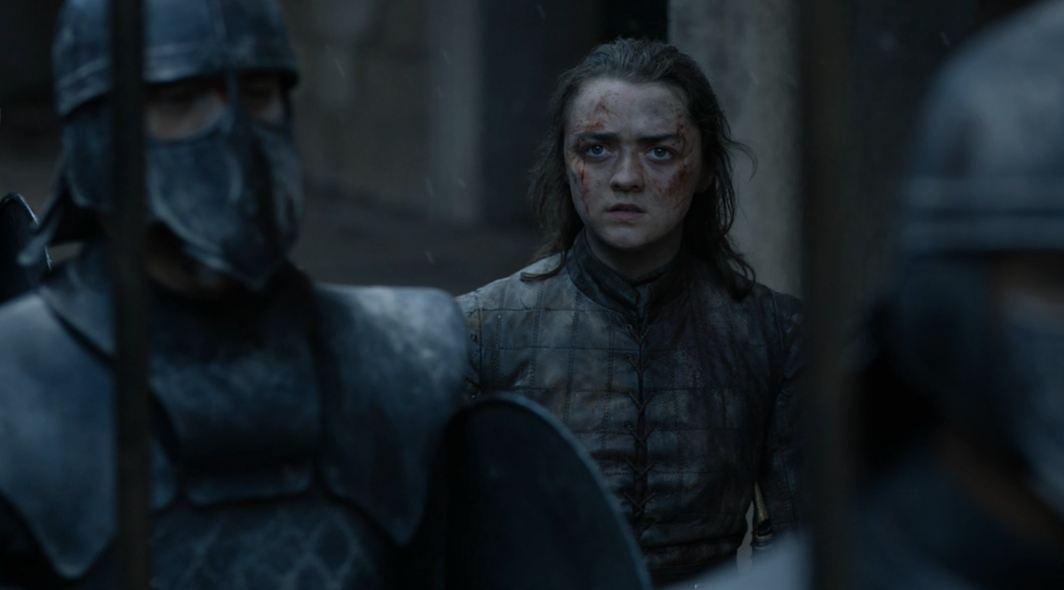 Arya Stark تتابع خطاب Daenerys Targaryen بلغة Dothraki