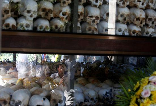 إعادة تمثيل مجازر الخمير الحمر ضد الكمبوديين يوم الغضب  (3)