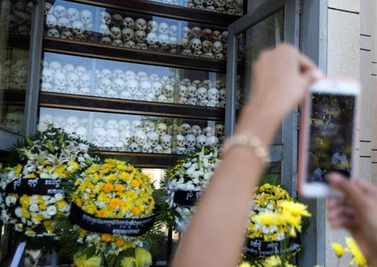 إعادة تمثيل مجازر الخمير الحمر ضد الكمبوديين يوم الغضب  (5)