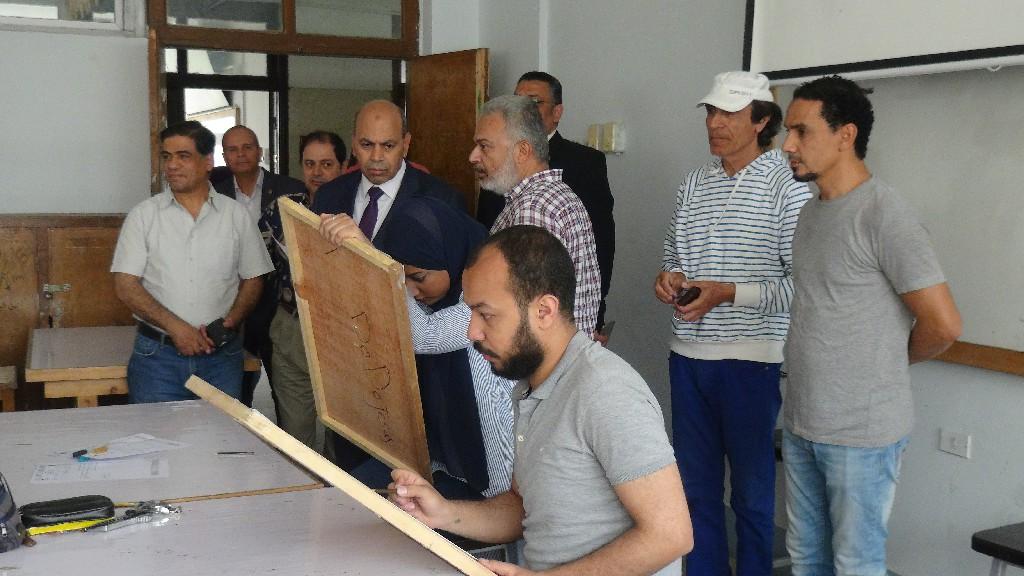 جانب من جولة رئيس جامعة المنيا (2)