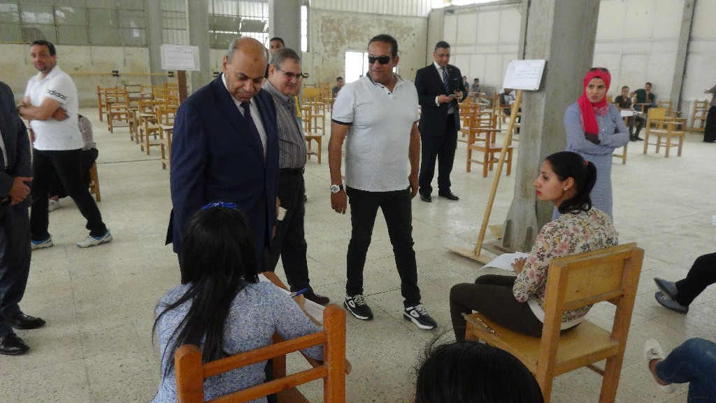 جانب من جولة رئيس جامعة المنيا (4)