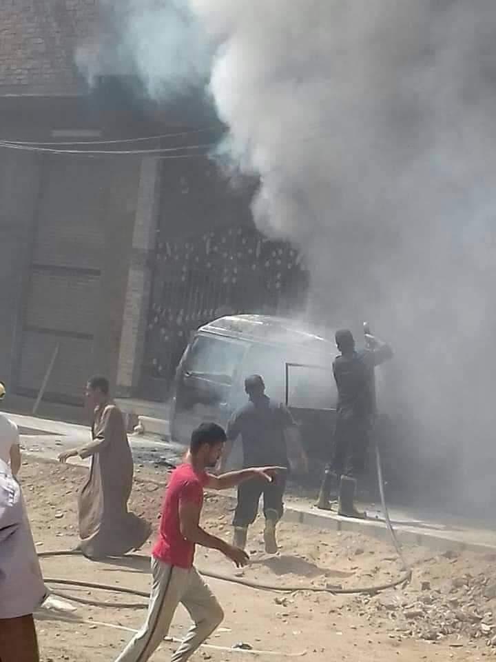 السيطرة على حريق سيارة بمنطقة كفر الجزار فى بنها (4)