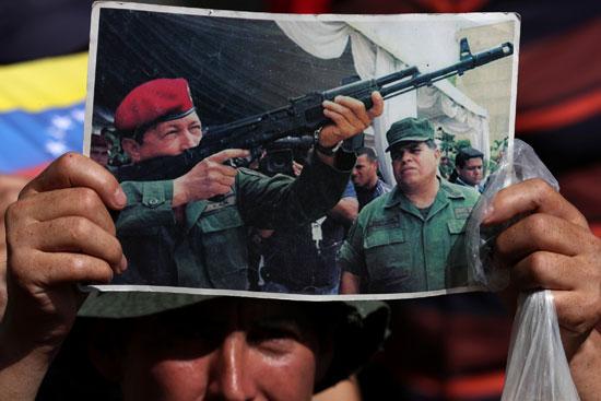 احتفالات بالذكرى السنوية الأولى لإعادة انتخاب مادورو رئيسا لفنزويلا (7)
