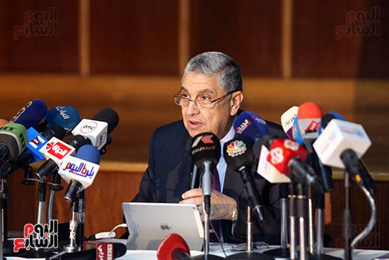 الدكتور محمد شاكر وزير الكهرباء والطاقة المتجددة  (3)