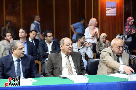 الدكتور محمد شاكر وزير الكهرباء والطاقة المتجددة  (4)