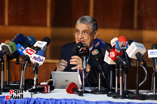 الدكتور محمد شاكر وزير الكهرباء والطاقة المتجددة  (9)