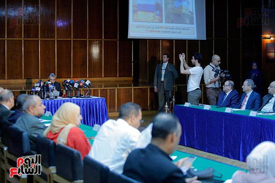 الدكتور محمد شاكر وزير الكهرباء والطاقة المتجددة  (1)
