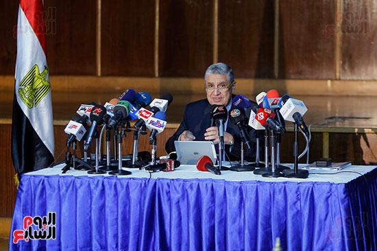 الدكتور محمد شاكر وزير الكهرباء والطاقة المتجددة  (2)
