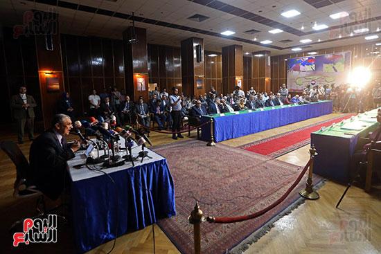 الدكتور محمد شاكر وزير الكهرباء والطاقة المتجددة  (8)