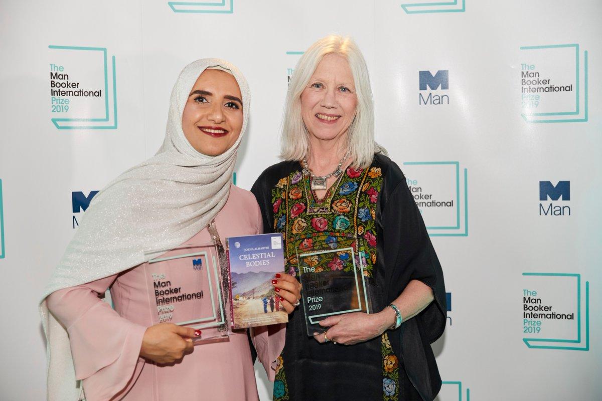 الكاتبة جوخة الحارثى مع مترجمة رواية سيدات القمر الفائزة بجائزة مان بوكر 2019