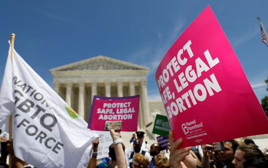 مظاهرات-أمام-المحكمة-العليا-فى-واشنطن