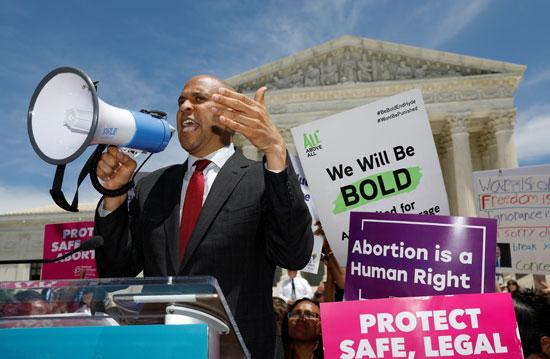 ناشط-يدعو-لوقف-حظر-الإجهاض