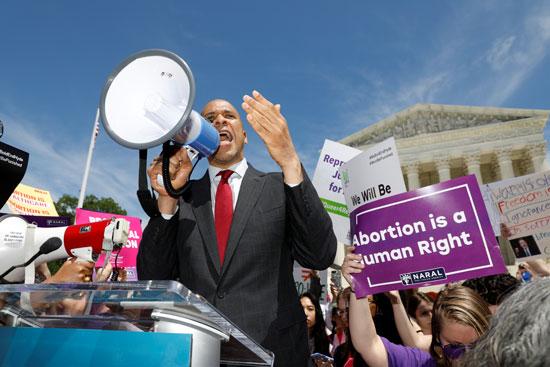 ناشط-أمريكى-يعتبر-أن-الإجهاض-من-حقوق-الإنسان