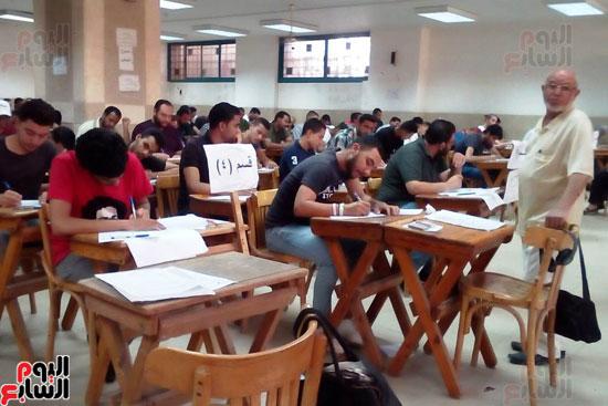 جامعة عين شمس تجتاز الأسبوع الثالث للامتحانات بنجاح (7)