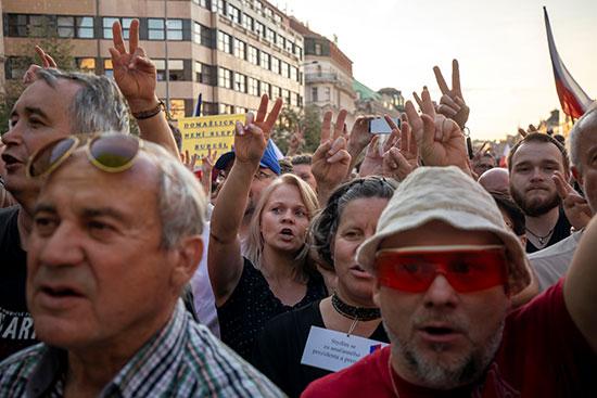 مظاهرات تطالب باستقالة رئيس الوزراء التشيكى