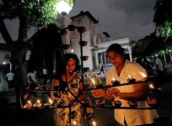أثناء-تأبين-ضحايا-سريلانكا
