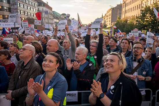 هتافات ومظاهرات ضد رئيس وزراء التشيك