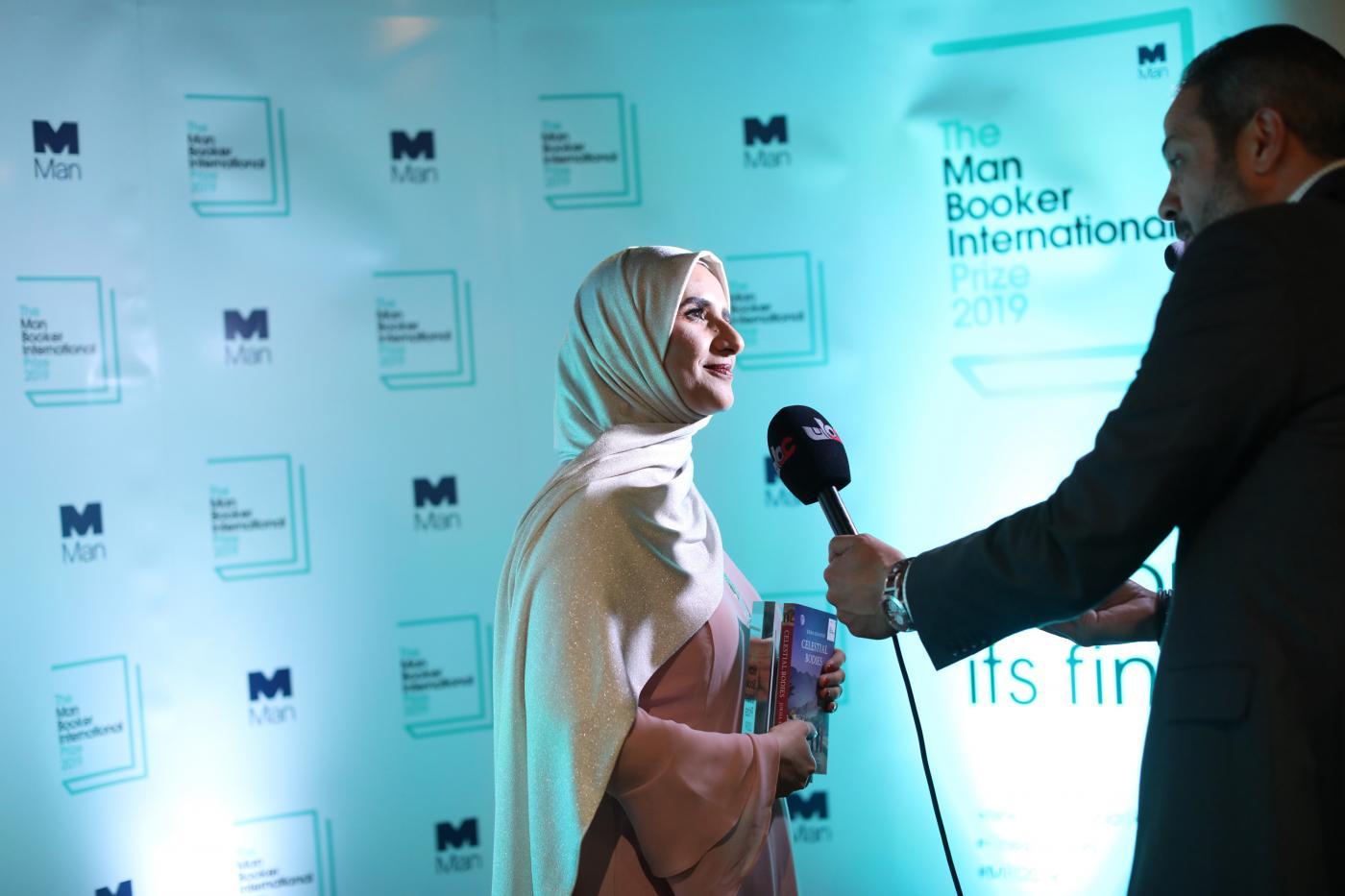 وسائل الإعلام مع الكاتبة جوخة الحارثى