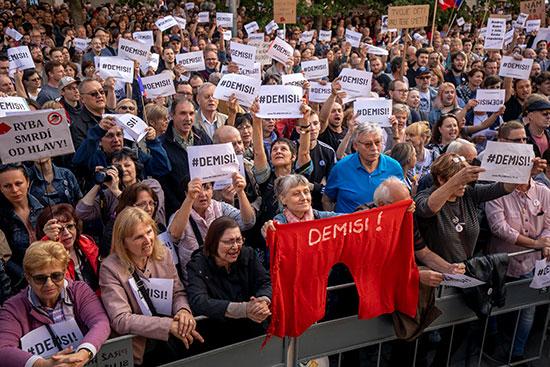آلاف التشيكيين يتظاهرون ضد وزيرة العدل
