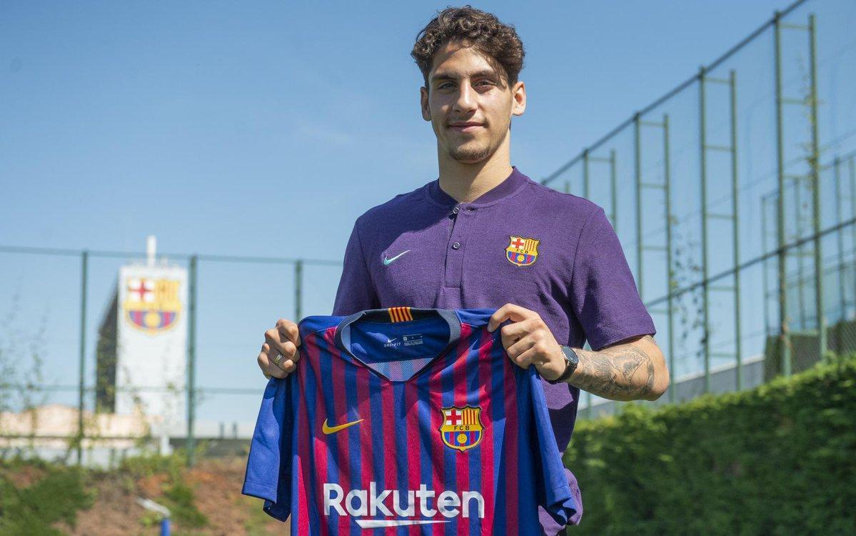 لودوفيت ريس يحمل قميص برشلونة