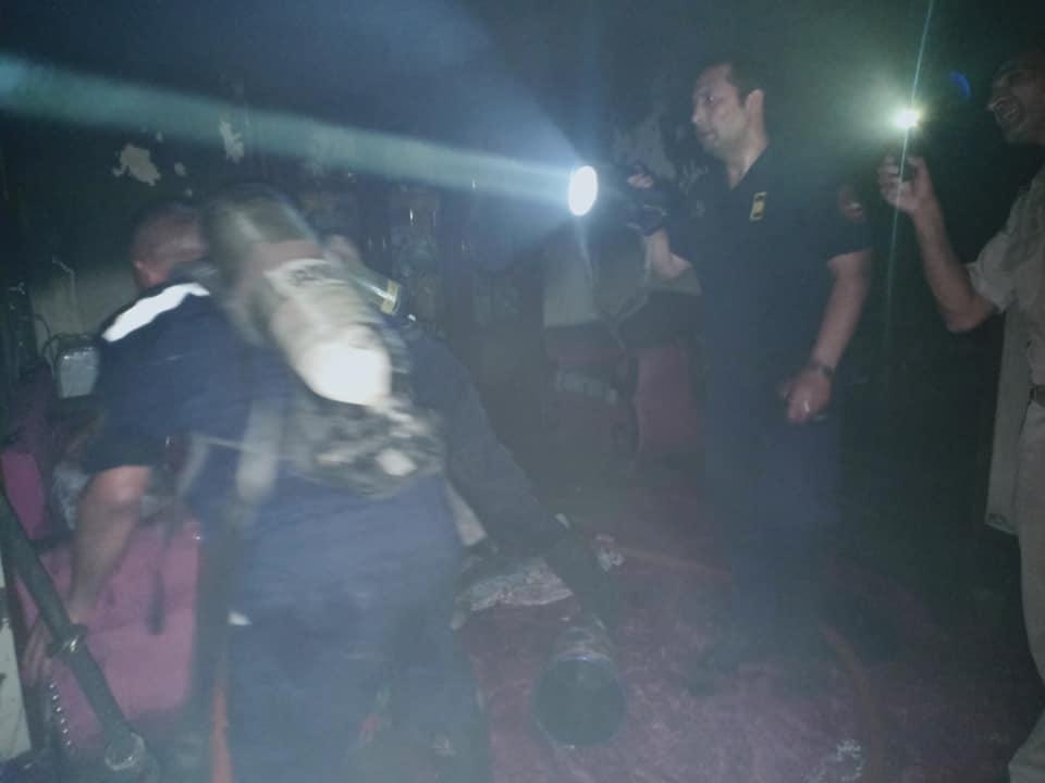 السيطرة علي حريق داخل  شقة سكنية بحي غرب مدينة أسيوط  (3)