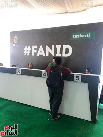 تسليم-بطاقات-الـ-FAN-ID-وتذاكر-حضور-حضور-مباريات-كأس-الأمم-(2)