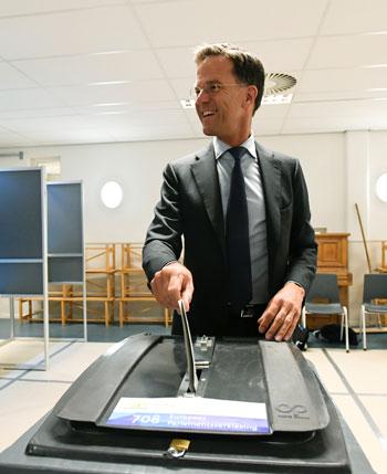 مارك-روتة-أثناء-التصويت