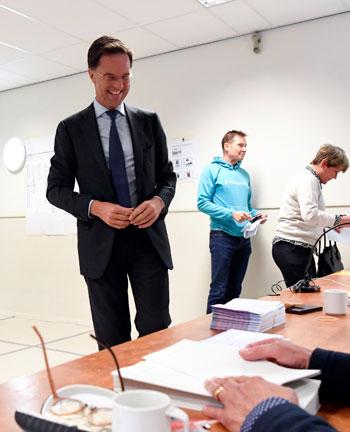 مارك-روتة-داخل-لجان-التصويت