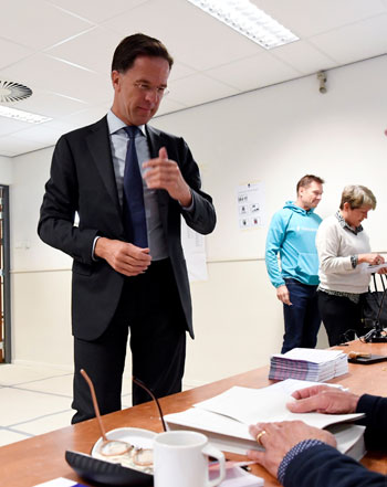 رئيس-الوزراء-الهولندى-يصوت-بالانتخابات