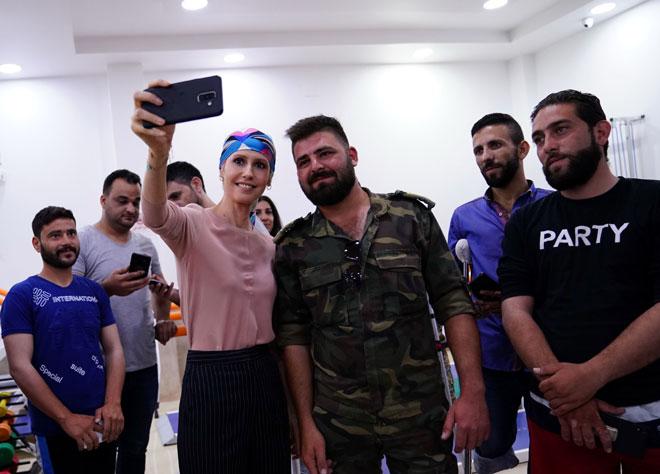 السيدة أسماء الأسد  مركز الأطراف الاصطناعية في مدينة حماة .33