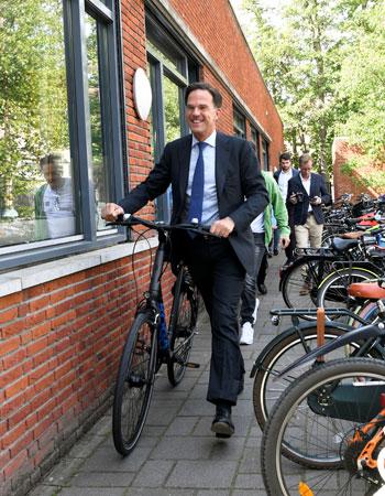 مارك-روتة-يستعد-للمغادرة-بدراجته
