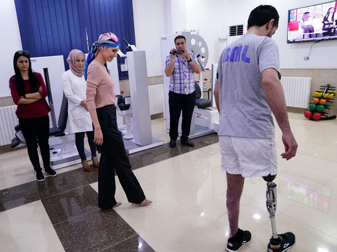 السيدة أسماء الأسد  مركز الأطراف الاصطناعية في مدينة حماة .