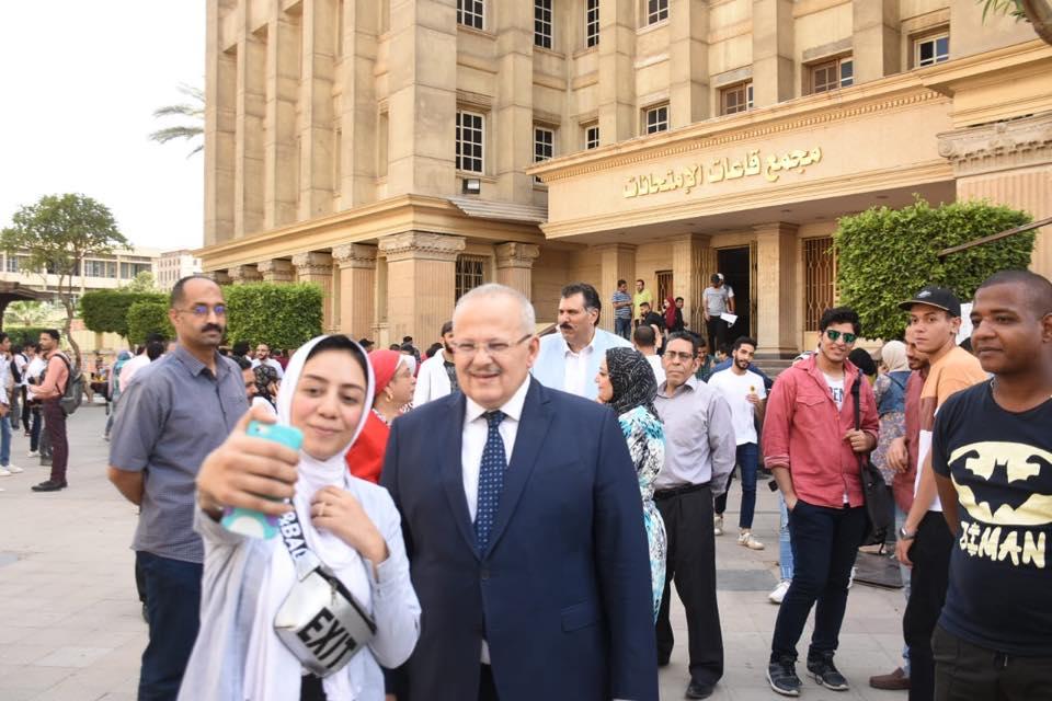 رئيس جامعة القاهرة يتفقد امتحانات الكليات (6)