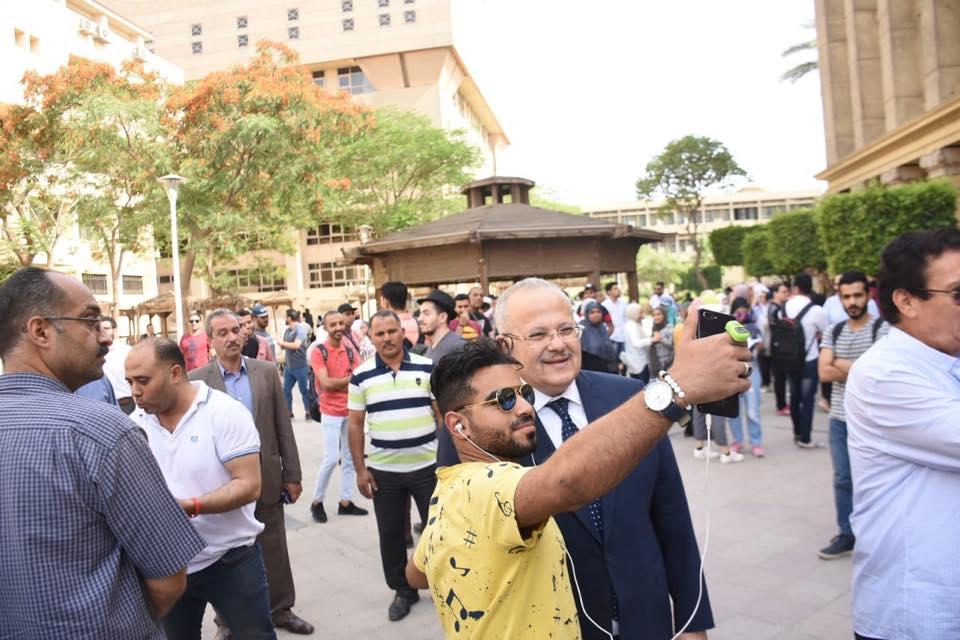 رئيس جامعة القاهرة يتفقد امتحانات الكليات (8)