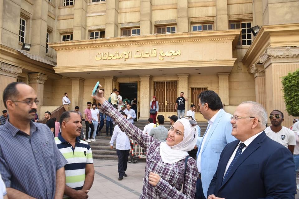 رئيس جامعة القاهرة يتفقد امتحانات الكليات (10)