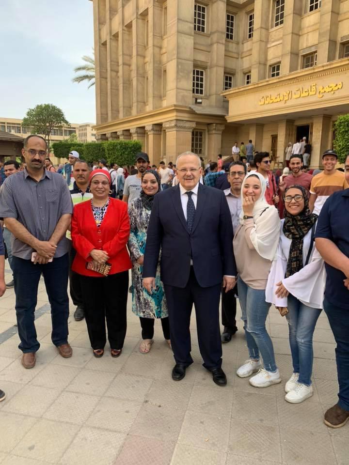 رئيس جامعة القاهرة يتفقد امتحانات الكليات (9)