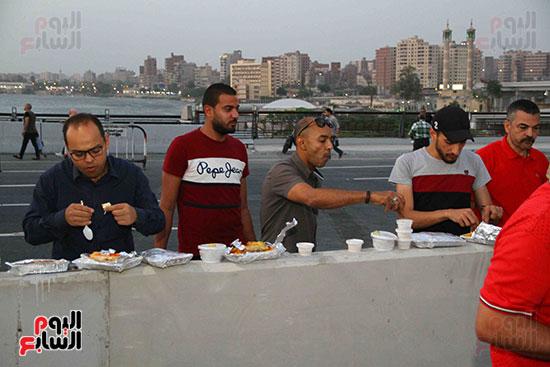 أول إفطار جماعى بمحور روض الفرج الجديد (28)