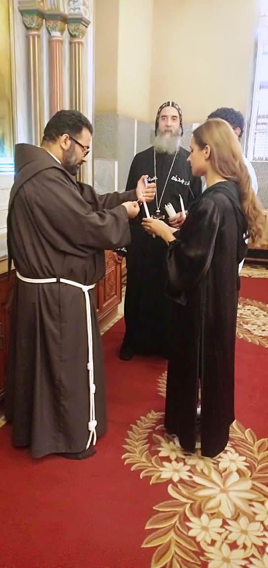 آسر ياسين ونيللي كريم يزوران الدير المحرق في أسيوط  (9)